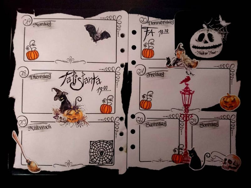 Hallow bullet journal theme for October, weekly layout spread by @arylea_mondstern