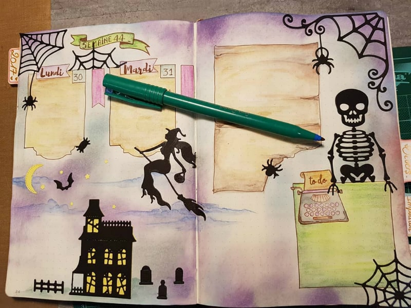 Halloween bullet journal theme for October including weekly layout by @intemporell.creation