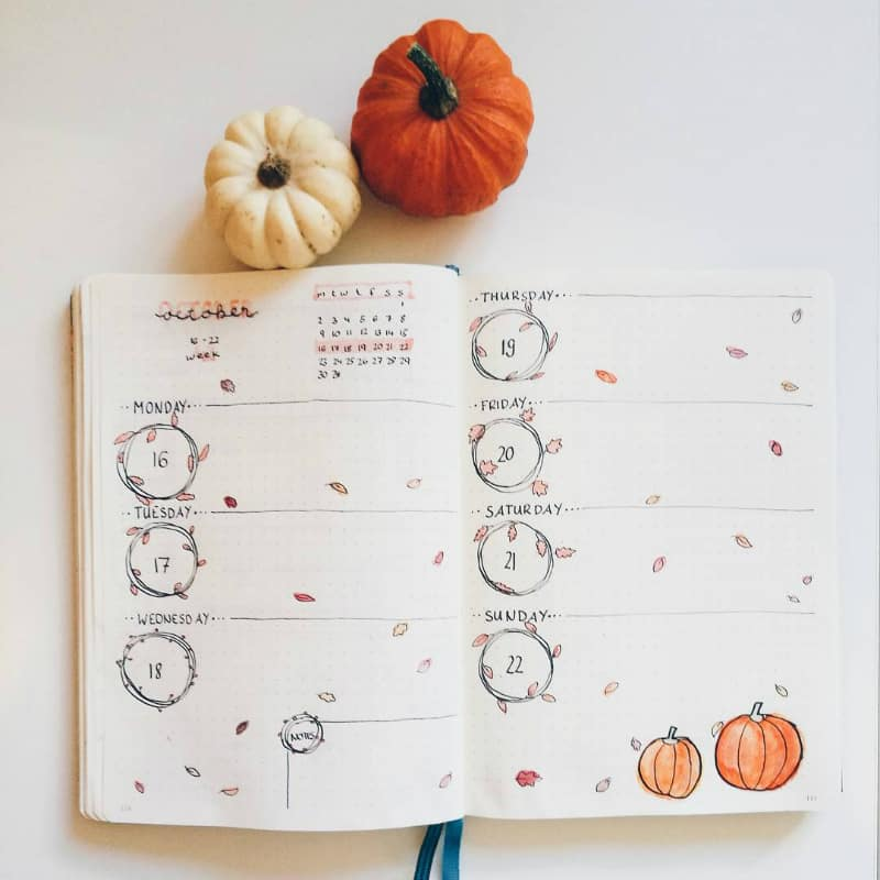 Halloween bullet journal weekly spread for October theme by @urbanstationary