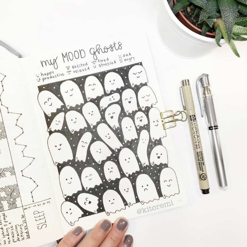 Beautiful bullet journal halloween layout and spread ideas including this cute mood tracker