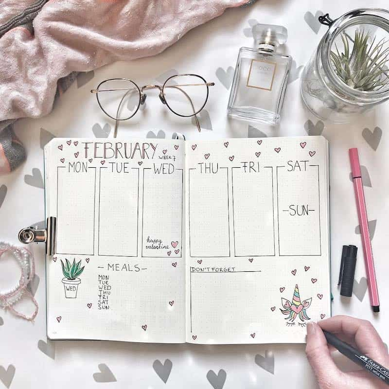 Find everything you need to create a beautiful valentines theme bullet journal set up here - weekly spread by @bulletjournal.lady